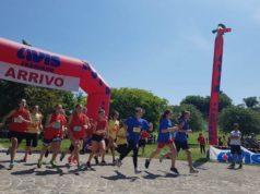 """La partenza di una """"manche"""" femminile del Trofeo Avis tra le scuole medie di Fabriano"""