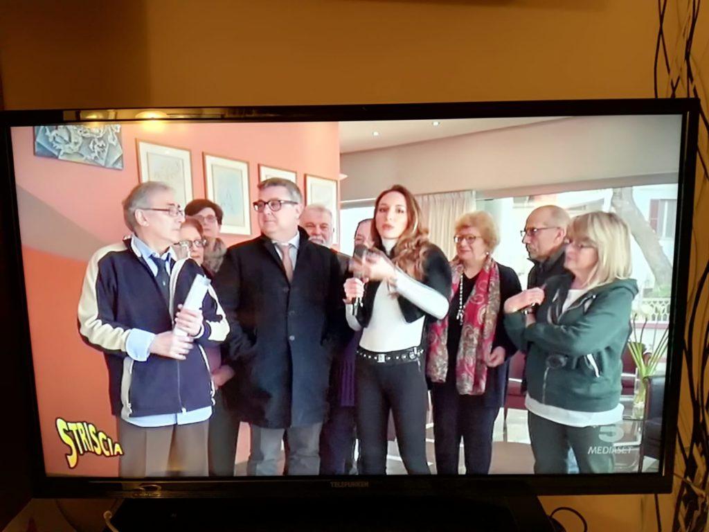 L'inviata Chiara Squaglia con il comitato cittadino a difesa dell'ospedale di Senigallia