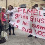 A sinistra, Alessandra Verni, la mamma di Pamela Mastropietro