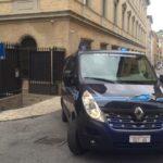 Oseghale lascia il tribunale di Ancona a bordo del mezzo blindato della polizia penitenziaria