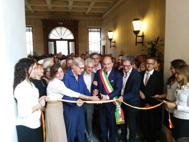 Vittorio Sgarbi a Osimo per presentare la mostra su De Chirico (LE FOTO)