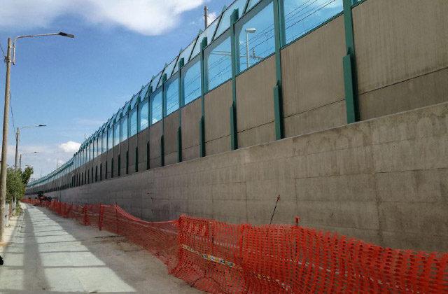 Il cantiere in via Perugia, a Senigallia, per l'installazione delle barriere antirumore
