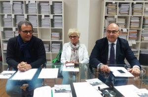 Da sinistra: Corrado Canafoglia (Unione nazionale consumatori), Serenella Curzi (comitato a difesa dell'ospedale e diritto sanità), Massimo Bello (Energie per Senigallia)