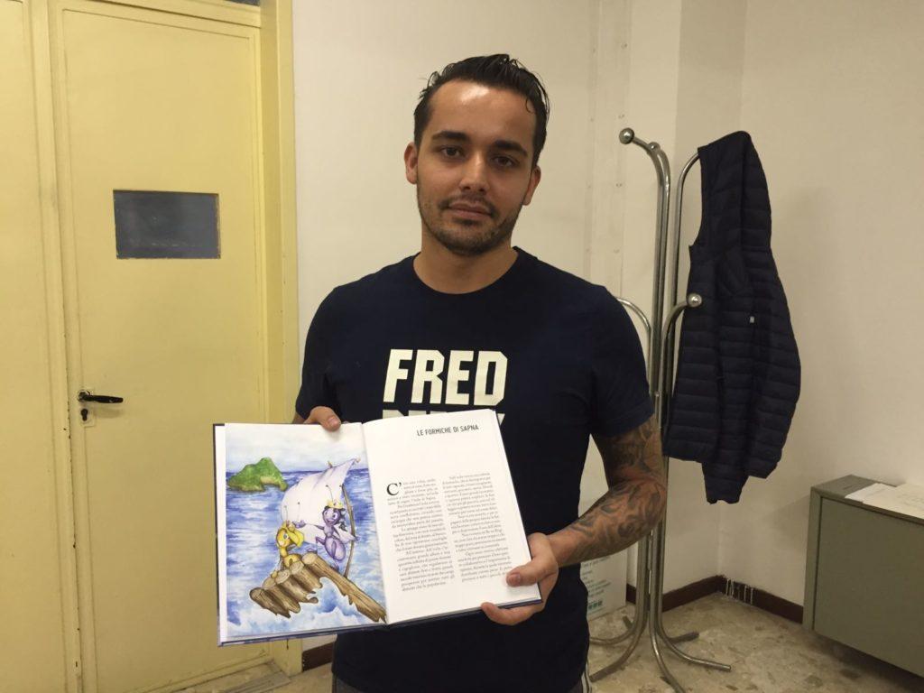 Davide Storlazzi con la sua fiaba scritta nel carcere di Montacuto