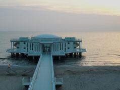 La rotonda a mare e la spiaggia di Senigallia all'alba
