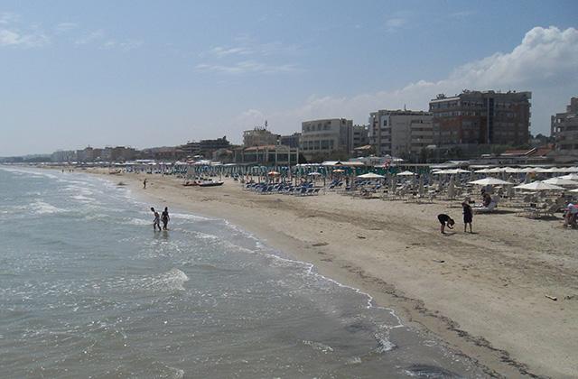 La spiaggia di velluto di Senigallia pronta per accogliere i primi bagnanti