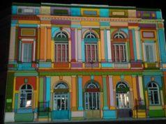 Lo spettacolo di luci sulla faccia del Teatro La Fenice