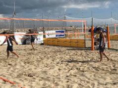 """Una delle fasi del torneo di beach volley """"SunSen"""" sulla spiaggia di Senigallia"""