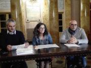 Il sindaco Gabriele Santarelli, l'assessore alla cultura Ilaria Venanzoni e il direttore dell'Amat Gilberto Santini al Foyer del teatro Gentile per la presentazione della prossima stagione