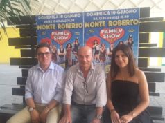 Il sindaco di Monte Roberto Gabriele Giampaoletti, il presidente della Pro Loco Roberto Brega e la presentatrice Lara Gentilucci