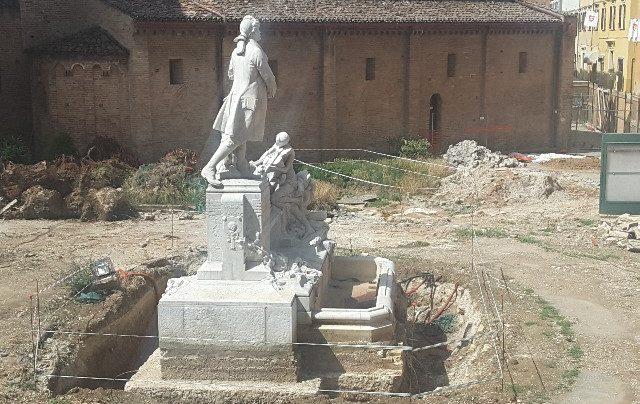 Jesi, cinque giorni per spostare il monumento a Pergolesi