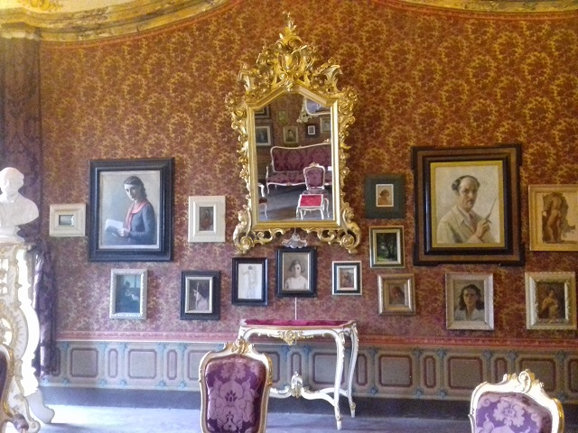 Una delle stanze di palazzo Pianetti che ospitano la mostra