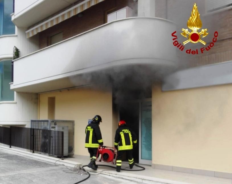 Serra San Quirico, fiamme in ufficio