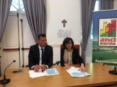 Da sin. Maurizio Mangialardi, presidente Anci Marche, e Loretta Bravi, assessore regionale al Lavoro