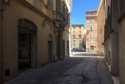 Asfalti, la storica via della Loggia rinascerà con cubetti di pietra arenaria