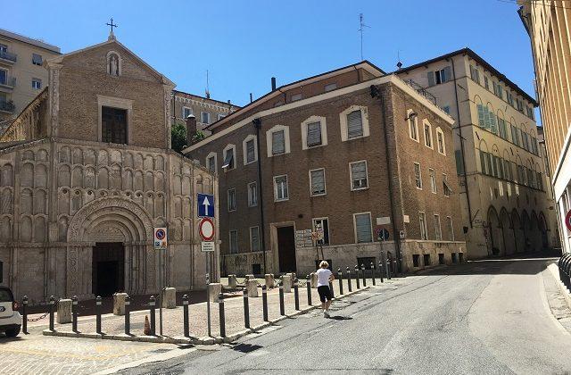 Santa Maria della Piazza e via della Loggia