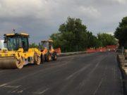 I lavori di asfaltatura del ponte