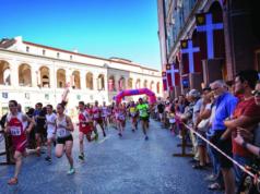 La partenza della gara, l'anno socorso, dalla Piazza del Comune di Fabriano