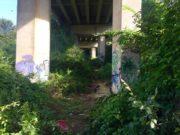 L'accesso al rifugio sotto al ponte dell'asse nord sud
