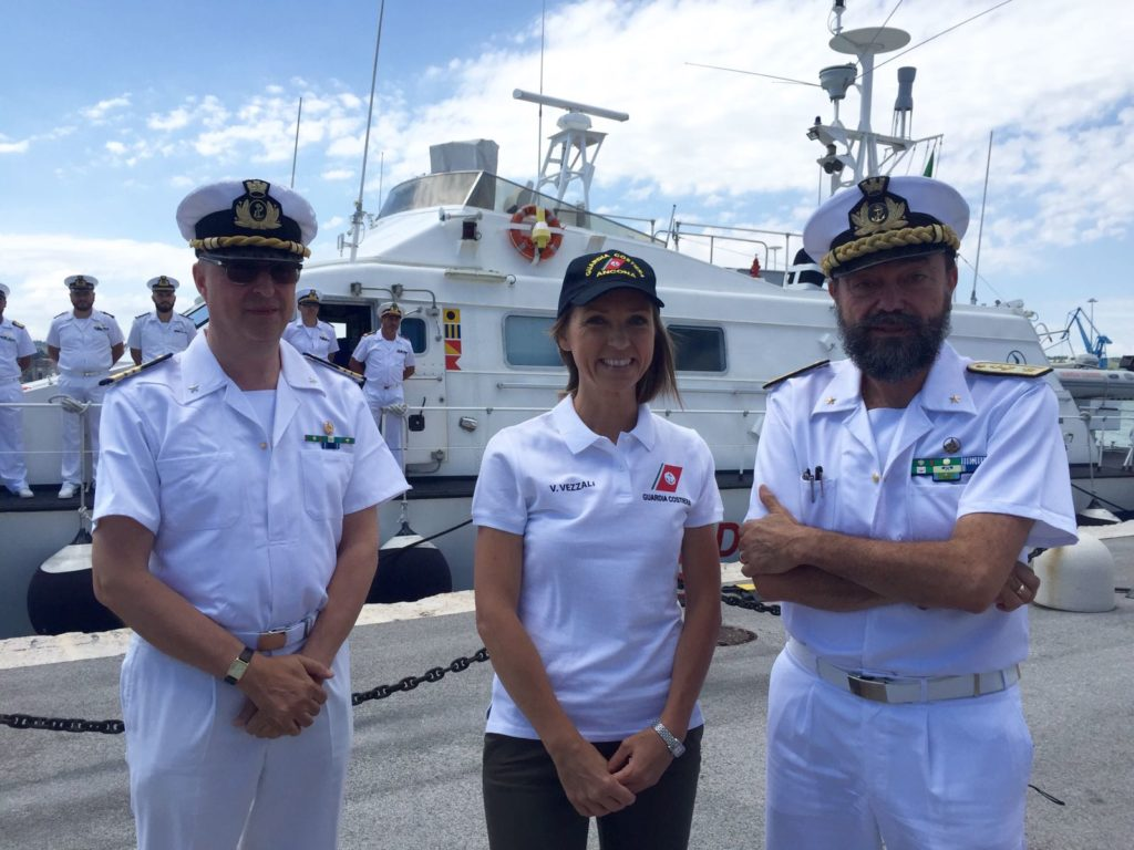 Valentina Vezzali con il comandante della Guardia Costiere di Ancona Enrico Moretti (a destra) e il comandante di Pesaro Silvestro Girgenti