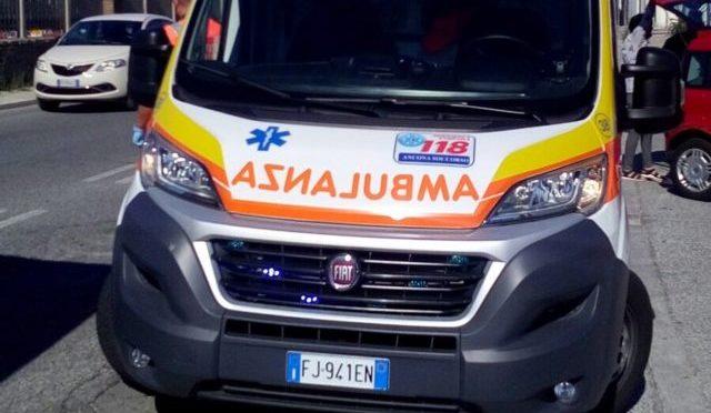 Ancona, investito da un taxi: 32enne finisce in ospedale
