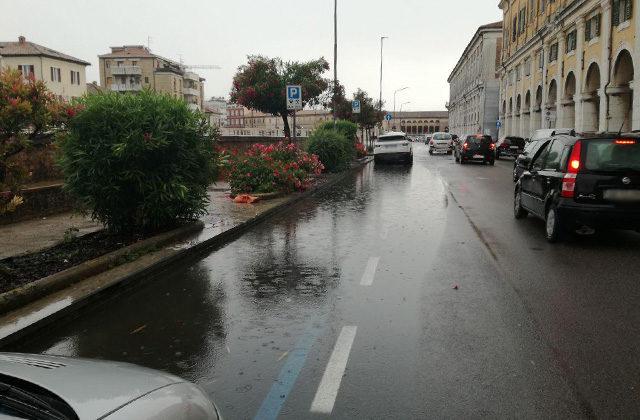 Piccoli allagamenti in via Portici Ercolani, a Senigallia