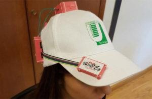 Il berretto dotato di sensori per studiare ogni movimento di testa e collo