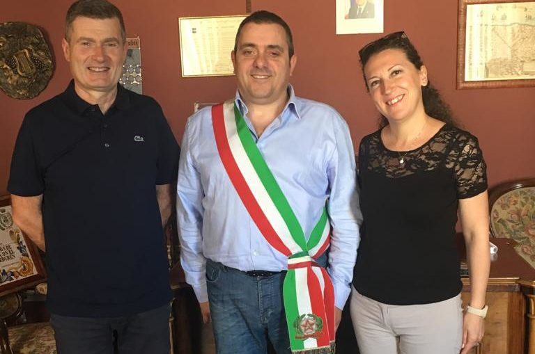 Il sindaco di Morro D'Alba, Enrico Ciarimboli, al centro, con gli assessori Raniero Romagnoli e Alessandra Boldreghini