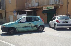 L'incidente all'incrocio che ha visto coinvolte due auto