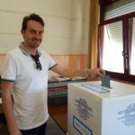 Riccardo Medici al voto a Morro D'Alba
