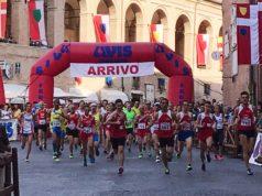 La partenza della seconda edizione della corsa podistica nel centro storico di Fabriano