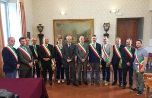 I 12 Sindaci sottoscrittori con il prefetto Antonio D'Acunto