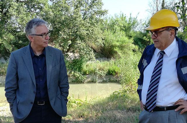 Il sopralluogo alle Bettolelle di Senigallia per i lavori sul fiume: da sinistra Luca Ceriscioli e Claudio Netti