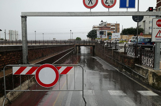 Senigallia, pioggia e temporali spazzano via la notte della Rotonda