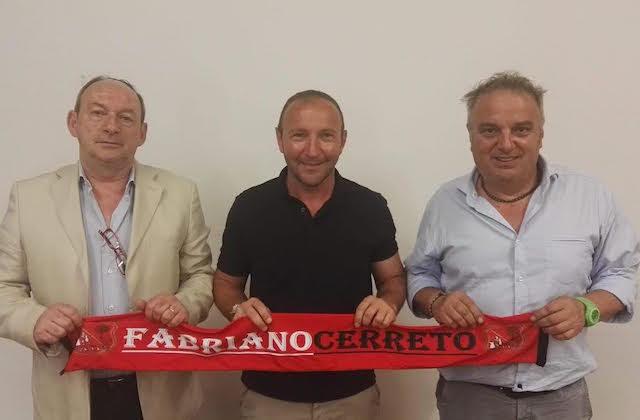 Mister Renzo Tasso tra il presidente Claudio Guidarelli (a sinistra) e il direttore sportivo Sergio Gubinelli (a destra)