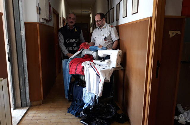 La merce sequestrata nel laboratorio al quarto piano dell'Hotel House di Porto Recanati