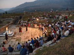 Un momento dello spettacolo che segna la collaborazione tra l'univmc e l'Albania