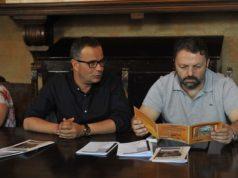 L'assessore alla Cultura Mauro Pellegrini (a sinistra) e il maestro Mirco Patarini