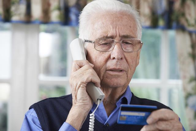 Truffa dei finti messaggi dalle banche, è allarme a Pesaro: c'è chi ha perso 18mila euro
