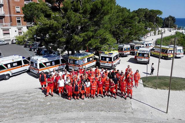 La protesta delle ambulanze sino al Passetto