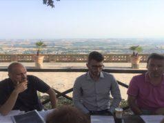 Da sinistra Mauro Bugari, neoeletto presidente di quartiere a Osimo Stazione, l'onorevole del Movimento cinque stelle Paolo Giuliodori e David Monticelli, capogruppo in Consiglio Comunale