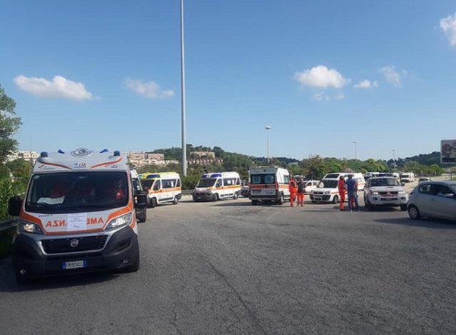 Il corteo delle ambulanze partite dallo stadio del Conero