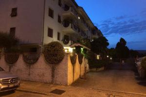 Il condominio di via San Francesco in cui si è consumata la tragedia