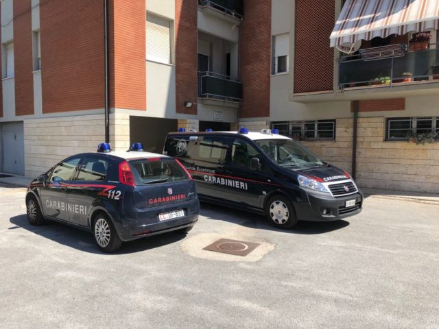 I carabinieri del Ris in via Verdi