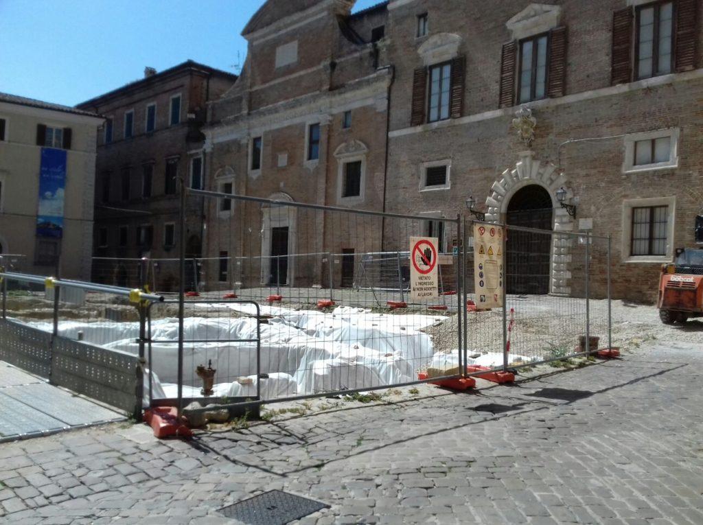 Il cantiere di Piazza Colocci