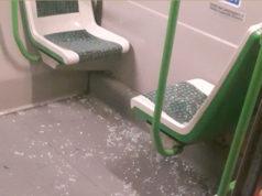 La pioggia di vetri finita sui due passeggeri