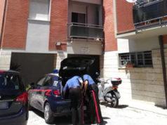 I carabinieri davanti alla palazzina di Chiaravalle dove Emma Grilli è stata trovata morta