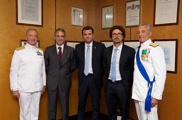 Le autorità politiche e militari assieme all'ammiraglio Pettorino per il 153° anniversario della Guardia Costiera