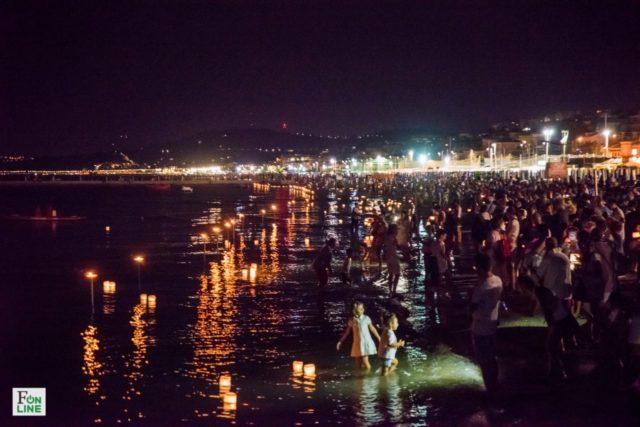 Notte bianca dei desideri, a Falconara lanterne galleggianti e farfalle luminose