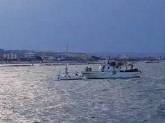 Il recupero della barca a vela al porto di Senigallia